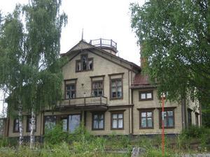 I Nedre Åbyn, Burträsk, byggdes det ett hus för lantmätaren Olof Peterson med familj, vilket senare byggdes om och fungerat som både skola och affär.