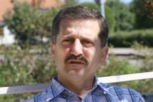Halbast Dilan har kurdiskt ursprung. Flydde som ensamstående till Sverige 1992. Några år senare fick även hans fru Nasrin asyl i Sverige. Sedan dess har de rotat sig i Bergsjö.