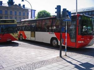 Troligen får bussarna i Gävle krav på sig att ha klimatanläggning till nästa år. Men tills dess får förare och resenärer lida i värmen.
