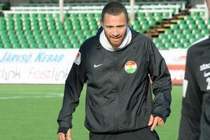 Malkolm Moënza ställs mot sitt gamla lag för första gången.