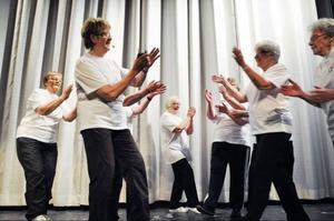 Glágympagänget från Hoting visade sin glädjespridande lättgymnastik ledd av 72-åriga Maud Olsson.