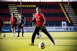 Samuel Mensah i ÖFK-tröjan vid hans förra sejour i klubben.