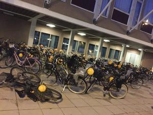 Cyklar. Och ballonger.