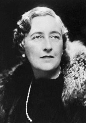 Deckardrottningen Agatha Christie fotograferad 1963.   Foto: AP/TT