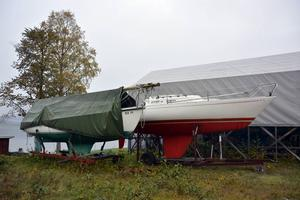 Många är redan uppdragna, segelbåtarna som får krönikören att drömma om en framtida sommar...