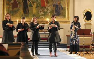 Schola Gothia och Lisen Rylander Löve framför medeltida musik i Forsa kyrka.