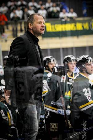 Markus Åkerblom och ÖIK blickar mot allettan.