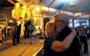 På scen denna sista dans för året stod Nordbergs, som varvar gammalt med nyare. Foto: Christer Nyman
