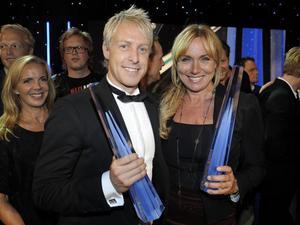 Årets sport-tv-profil André Pops tillsammans med årets kvinnliga  programledare Anne Lundberg.