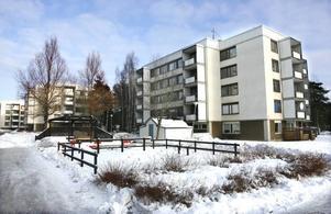 De lägenheter som Gavlegårdarna nu planerar att sälja ligger på Ulvsätersvägen 14, 16, 18 och 20 samt Norrbågen 21, 23, 25, 27 och 29. Totalt handlar det om 239 lägenheter i Sätra.