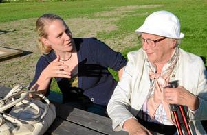 Mötesplats. Miriam Holmberg och Margareta Karlsson njöt i solskenet.