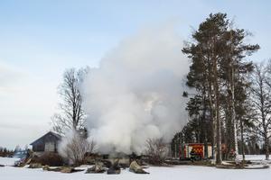 Under den tidiga lördagsförmiddagen släckte brandmännen de sista resterna av branden där man fruktar att en kvinna har omkommit.