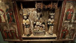 Altarskåp från Sättna kyrka, tidigt 1500-tal. I mitten sitter Gud med den döde Kristus, på hans vänstra sida sitter S:t Katarina med sitt hjul och på andra sidan ett okänt kvinnligt helgon.