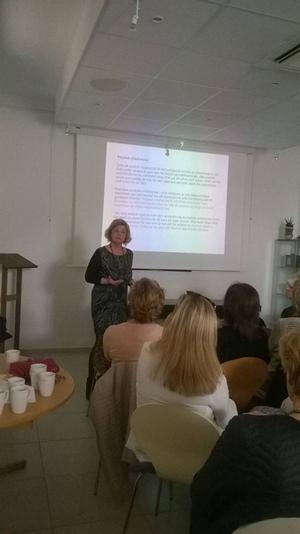 Annika Widén på en föreläsning i Nice.