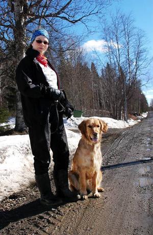 I kväll ska Kristina Olssons golden retriever Mitra lära sig att gå fot i tv-programmet Hundcoachen som sänds i TV4 plus. Foto: Sandra Högman