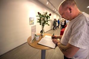 Mikael Näslund var en av många kommunanställda som skrev i kondoleansboken. Han befann sig själv i centrala Stockholm i fredags.