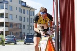 Borlängelöparen Tove Alexandersson har, tillsammans med landslagskollegan Helena Jansson, dominerat den internationella orienteringsscenen i inledningen av säsongen. På lördagen väntar en superduell mellan de båda på Örebros gator.