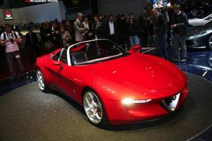 Årets bilsalong i Genève är den 80:e i ordningen och samtidigt passar Alfa Romeo på att fira 80 år genom att presentera den här jubileumsbilen med det märkliga namnet 2uettottanta. Som ska anspela på klassiska 60-talsroadstern Duetto. Bilen är ritad av Pininfarina.