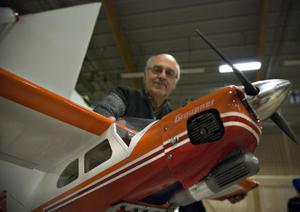Lennart Svärd från Bollnäs Motorflygklubb visade några flygplan.