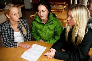 I fredags träffades bland andra Michaela Wolff, Sandra Paläng Yngvesson och Felicia Ridderstam för att planera dagens demonstration.