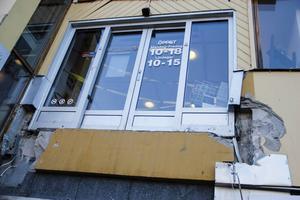 Efter broraset gick dörrarna från Centrumhusets övervåning ut i ingenting.