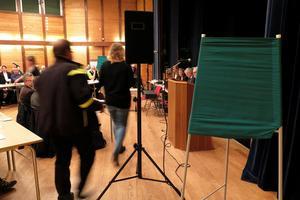 Precis som efter valet 2010 blev det sluten omröstning om oppositionsrådsposten. Då vann M, nu vann C.