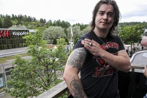 Marcus Myllers tatuerade in en klyscha på armen.