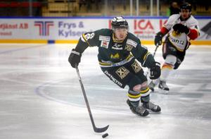 Petter Lindell Thelin äntligen tillbaka på isen.