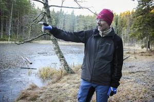 Benny Gäfvert berättar vilka planer Rovdjurscentret har för Badtjärn i Järvsö.
