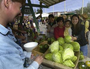 Satsa på lokal mat efter säsong anser Landsbygdspartiet oberoende.