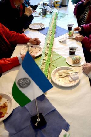 Givetvis bjöds det på 20 decimeter tårta – garnerad som republikens egen flagga.