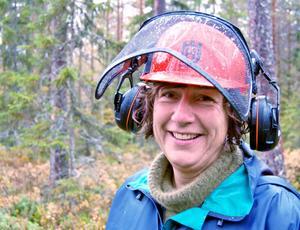 Katarina Hellgren är glatt överraskad över att hon, som före kursen inte ens hållit i en motorsåg, klarade