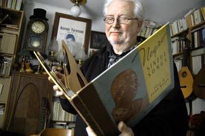 Kärlek till 78-varvarna. Christer Ruteskog har många gamla 78-varvare, däribland ett album med Lead Belly.