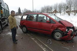 Pappan som körde en av bilarna var på väg att hämta sin son från skolan. Båda krockkuddarna där fram löste ut.