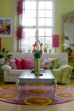 I sitt hem har Carina blandat egen design med arvegods och loppisfynd.