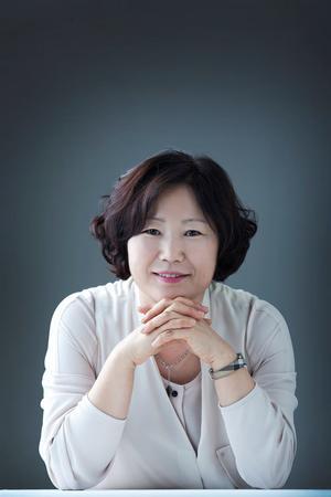 Sun-Mi Hwang har legat på bästsäljarlistorna i Korea i tio år: Foto: Pressbild