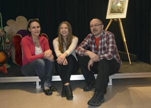 Scenograf Cindy Melin, Saga Axbrink och Janken Åkerström - en del av teamet i drama