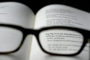 """Debattören skriver att """"Med hjälp av regelbunden läsning kan man enkelt stärka och utveckla sitt språk""""."""