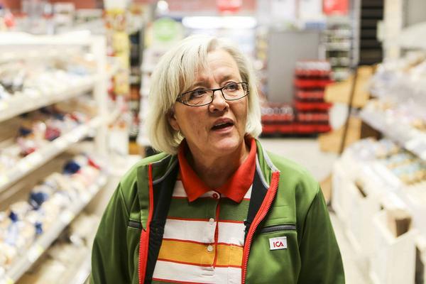 Annette Strand på Ica fick förklara både surströmming och glögg för de holländska artisterna.