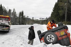Turisten Lionel Flippo från Frankrike voltade med sin bil i närheten av Östersåsen då det rådde blixthalka på väg E45.