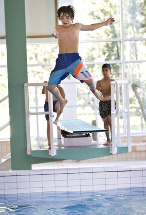 HOPPET. Martin Wadia, 12 år, tog ett glädjesskutt från trampolinen