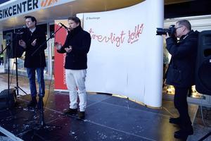 Filip & Fredrik applåderade Borlängebornas vänlighet och gästfrihet.