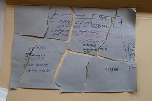 Ett långsamt pussel. Det är först snart trettio år efter terrordådet som Stasiarkivet kan böra ge svar. Stasi hade också bråttom när man försökte förstöra sitt arkiv i samband med Östtysklands kollaps. Mycket har bevarats och kunnat fogas ihop.