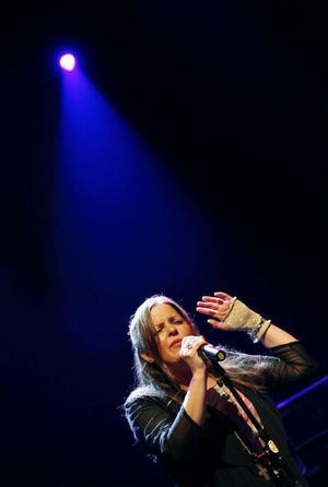 """Steve Dobrogosz kompade Anna Christoffersson. """"I mina öron är hennes egna låtar bäst"""", skriver ÖP:s recensent."""