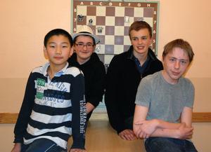 Areon Lundkvist, Wenhan Zhou, Niclas Samuelsson och Teddie Ljunggren är fyra av medlemmarna i ungdomssektionens i Hedemora schackklubb. Trots att klubben är liten skördar killarna en hel del framgångar.