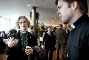 För och emot. Kajsa Olofsson och Hans Eklund kunde se både för- och nackdelar med att ha en högmässa för stans alla församlingar.