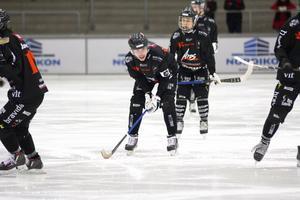 Lagkapten Robin Andersson var tydligt besviken efter att hans lag tappat en tidig 2-0-ledning mot Tellus.