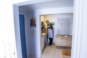 Bakom köket har Christer inrett en liten bagarstuga. Nu när han är pensionär kommer det att bakas mer än tidigare.