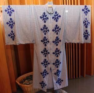 Klackmattor har varit något av läsårets tema på textillinjen. Dessa har gjorts av Karin Rickardsson.Maria Hållstrand gjorde en kimono av en gammal köksgardin.