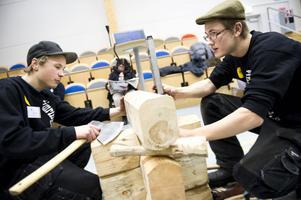 Fredrik Nordin och Gustav Hermansson från Dala-Järna har startat ett UF-företag för att marknadsföra Sveriges enda timringsgymnasium som finns i Snöån. Med hjälp av nya kanaler som Facebook och twitter marknadsför de gammal teknik som knuttimring.